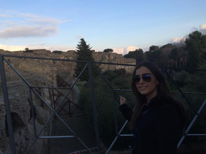 I was so mesmerized by Pompeii that I only remembered at the last moment to take a picture with the ruins.